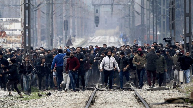 31B1EEC800000578-3469222-Migrants_also_broke_on_to_the_railway_tracks_after_pushing_their-a-60_1456747682463